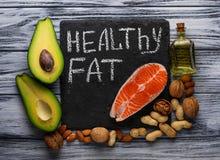 Gesunde fette Lachse, Avocado, Öl, Nüsse Lizenzfreie Stockbilder