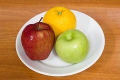 Gesunde Früchte, Orangen und Äpfel Lizenzfreie Stockfotos