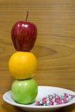 Gesunde Früchte und Pillen Lizenzfreie Stockfotografie