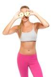 Gesunde Frau, die mit Äpfeln spielt Lizenzfreies Stockfoto