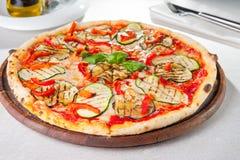 Gesunde Gemüsevegetarierpizza Lizenzfreies Stockfoto