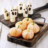 Gesunde Halloween-Festlichkeiten gemacht von der Frucht Lizenzfreie Stockfotografie