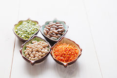 Gesunde Impulsprodukte Kichererbse, Linse, Bohnen und Erbsen Stockfoto