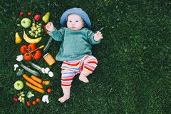 Gesunde Kindernahrung, Babyfütterung lizenzfreie stockfotografie
