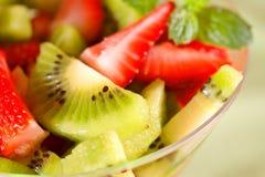 Gesunde Kiwifrucht und -beeren Stockfoto