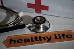 Gesunde Lebenmitteilung mit Stethoskop, Gesundheitswesenkonzept stockbild