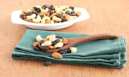 Gesunde Lebensmittel-Mandeln, Acajounüsse und Rosinen Lizenzfreie Stockbilder