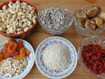 Gesunde Lebensmittelnüsse und -beeren Stockfoto