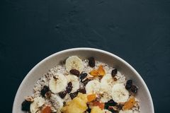 Gesunde Mahlzeiten des Frühstückshafermehl-Breis stockbilder