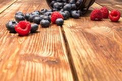 Gesunde Mischfrucht, Blaubeere Frische Beeren, Brombeere, Raspel Lizenzfreie Stockbilder