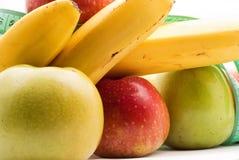 Gesunde Nahrung, Äpfel und Bananen Lizenzfreies Stockfoto