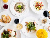 Gesunde Nahrung des Balancenrestaurantabendessen-Menüs lizenzfreie stockfotos