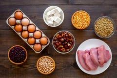 Gesunde Nahrung Reiches Protein und Faser der Produkte Hülsenfrüchte, Nüsse, fettarmer Käse, Treffen, Eier Rohe Bohnen, Kichererb stockbild