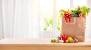 Gesunde Nahrungsmittel sind auf der Tabelle stockfoto
