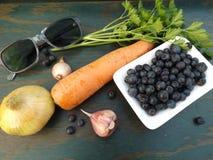 Gesunde Nahrungsmittel und Gläser lizenzfreies stockbild