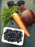 Gesunde Nahrungsmittel und Gläser lizenzfreie stockbilder