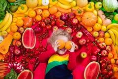 Gesunde Obst- und Gemüse Nahrung für Kinder Stockfotografie