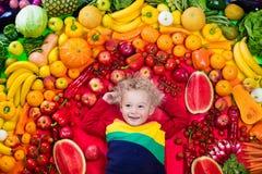 Gesunde Obst- und Gemüse Nahrung für Kinder Stockbild