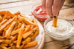 Gesunde Süßkartoffel, gebackene Fischrogen lizenzfreie stockfotografie