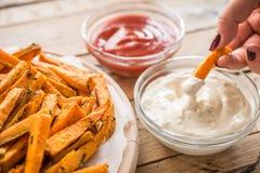 Gesunde Süßkartoffel, gebackene Fischrogen lizenzfreie stockbilder