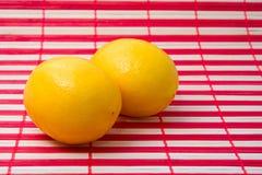 Gesunde saftige gelbe Zitronen Lizenzfreies Stockfoto