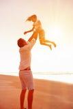 Gesunde Spaßfamilie lizenzfreie stockfotos