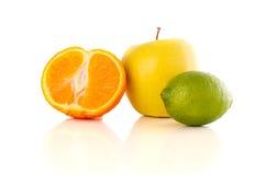 Gesunde tropische frische Früchte auf weißem Hintergrund Stockfoto