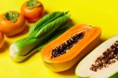 Gesunde vegetarische Nahrung Rohe organische Früchte, Gemüse-BAC lizenzfreie stockfotos