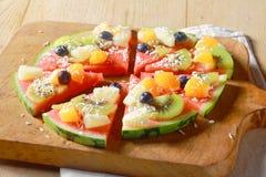 Gesunde vegetarische Wassermelonenpizza der tropischen Frucht Stockbilder