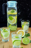 Gesunde Zitrone und Kalkwasser Lizenzfreie Stockbilder