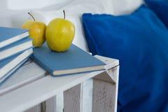 Gesunder Apfel für gesunden Schlaf Stockbilder
