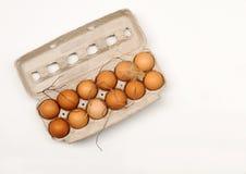 Gesunder Bauernhof-frische Eier im Karton Stockfotografie