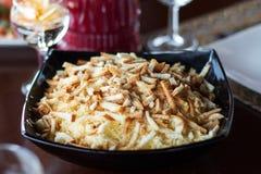 Gesunder Caesar Salad mit Käse und Croutons Lizenzfreie Stockfotografie