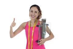 Gesunder Frauendaumen des glücklichen Gewichtsverlusts oben Stockbild