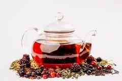 Gesunder Frucht Tee in einem Glastopf stockfotografie