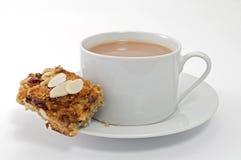 Gesunder Hafer-Kuchen mit einer Tasse Tee Stockfoto