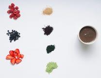 Gesunder Lebensmittelsatz von acai Beere Smoothie Stockfotos