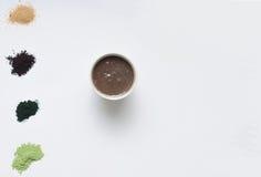 Gesunder Lebensmittelsatz von acai Pulver und von Beere Smoothie Stockbild