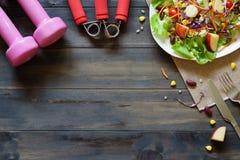 Gesunder Lebensstil, Eignung, frischer gesunder Salat, Diät und Active Lizenzfreies Stockfoto