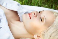 Gesunder Lebensstil. Wellness. Entspannung auf Natur Lizenzfreies Stockbild
