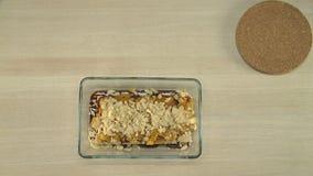 Gesunder Nachtisch mit Pflaumen und getrockneten Aprikosen stock video footage