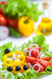 Gesunder Nahrungsmittelfrischgemüsesalat Stockbilder