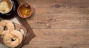 Gesunder organischer ganzer Kornbagel zum Frühstück stockfoto