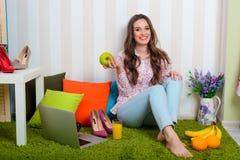 Gesunder Rat von Schönheit Blogger lizenzfreies stockbild