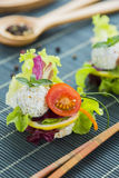 Gesunder Reis Canape mit Protein-Käse und Cherry Tomatoes Lizenzfreies Stockbild