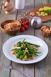 Gesundes Abendessen mit Brokkoli und grünen Bohnen Lizenzfreies Stockbild