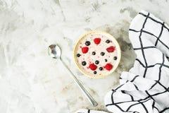 Gesundes Frühstück in der Sommersaison Lizenzfreies Stockfoto