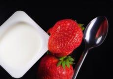 Erdbeere und Joghurt stockfoto