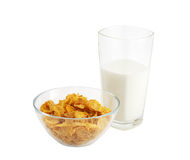 Gesundes Frühstück mit Getreide und Glas Milch Stockfotos