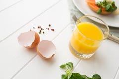 Gesundes Frühstück mit poschierten Eiern Lizenzfreie Stockfotografie